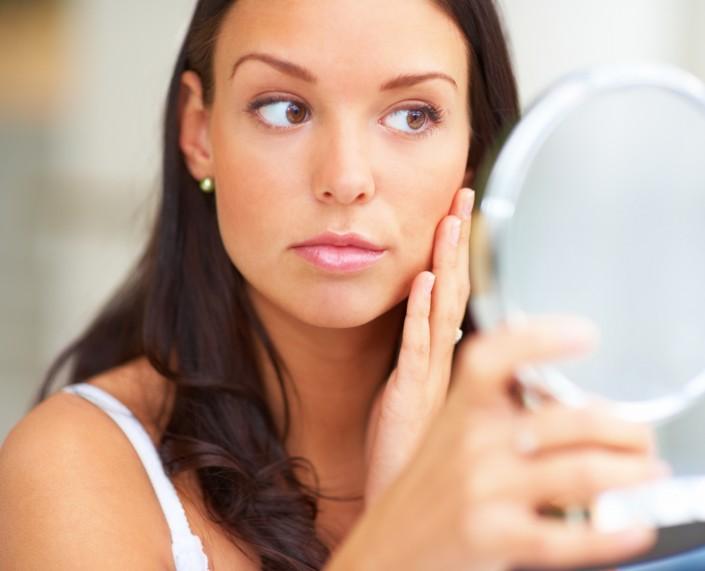 Jak pielęgnować cerę trądzikową? Jaki krem do cery trądzikowej?